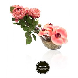Maria Mondo Flower arrangement